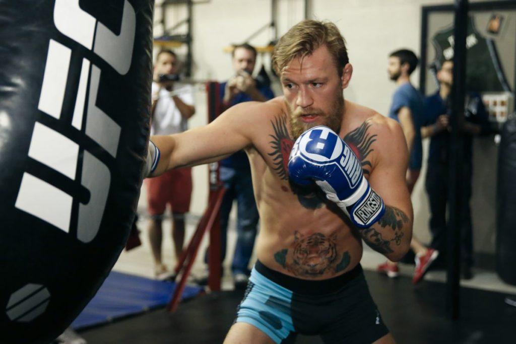El entrenamiento de Conor McgGregor, la estrella de la UFC abarca muchos campos. Te explicamos y enseñamos a entrenar como él.